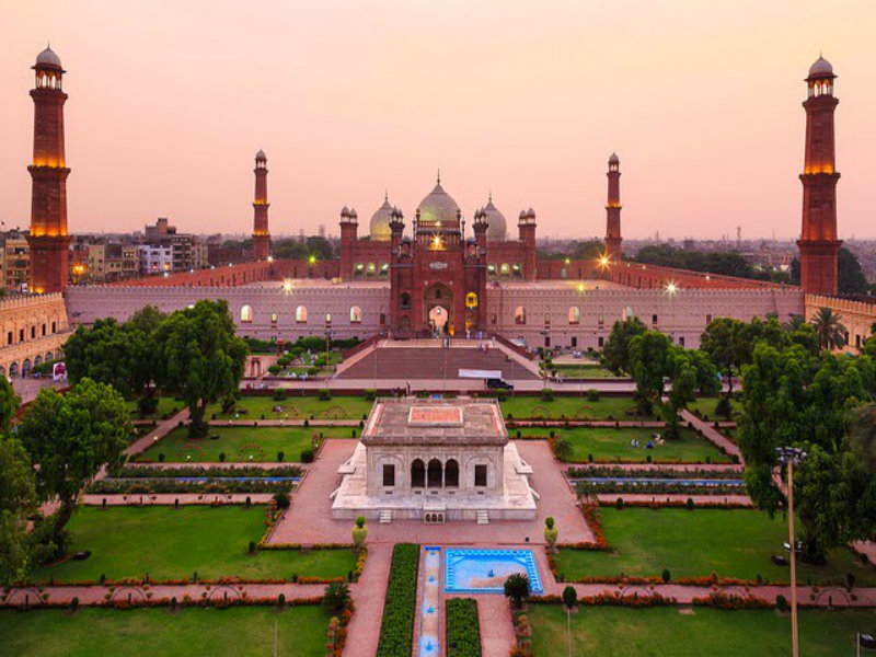 essay on badshahi mosque in urdu The badshahi mosque in lahore is capable of holding 5,000 people and it was the largest mosque in pakistan until the faisal mosque was built in islamabad which holds 10,000 in the prayer hall and can hold up to another 64,000 outside this will possibly be the subject of another hub.